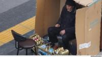 Samsun'da Boyacılık Yapan 56 Yaşındaki Adam, Soğuktan Korunmak İçin Karton Koliye Girdi…
