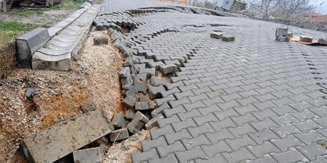 Yalova'da Yağışın Ardından Yol Çöktü…