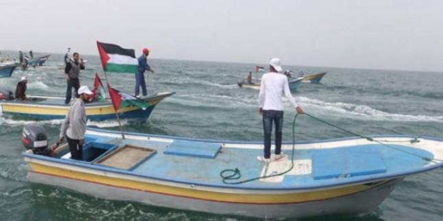Korsan İsrail Güçleri Gazzeli Balıkçılara Saldırdı…
