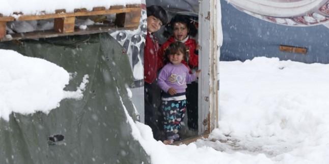 Lübnan'da dört Suriyeli mülteci donarak öldü