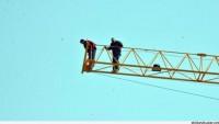 Ücretlerini Alamayan İşçiler, Canlarını Hiçe Sayarak Vincin Üzerinde Eylem Yaptı…