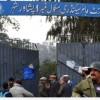 Pakistan'da bir okul yakınına yerleştirilen bomba öğrencilerin fark etmesi üzerine etkisiz hale getirildi…