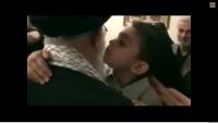 Video: Şehid Çocuğunun İmam Ali Hamaney'i Görünce Verdiği Tepki…
