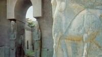 IŞİD 3 bin yıllık antik kent Nimrud'u dozerlerle yıkıyor