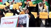 Gazzeli kadınlar, İsrail ablukasının kaldırılması ve yeniden imarın hızlandırılması talebiyle gösteri düzenledi.