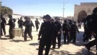 İşgal Polisi Mescid-i Aksa'da Filistinli Kız Çocuğa Saldırdı.