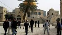 Siyonist yerleşimcilerden bir grup yine Mescid-i Aksa'ya baskın düzenledi