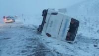 Konya'da 2 otobüs aynı mevkide devrildi: 30 yaralı.