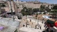Onlarca Yahudi Yerleşimci İbrahim El-Halil Camii Civarında Toplandı
