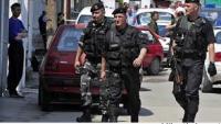 Kosova'dan gelen yaklaşık 40 kişilik bir Arnavut grup, Makedonya'nın kuzeyindeki bir polis karakoluna saldırı düzenledi