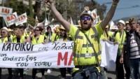 Yunanistan'da kapatılması gündeme gelen madende çalışan işçiler Atina'da eylem yaptı.