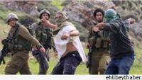 Siyonist Yerleşimciler Nablus'un Güneyinde Filistinlilere Ait Araçları Taşladı