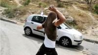 Kudüslü Gençlerin Taşlı Saldırısına Uğrayan Siyonist Yaralandı