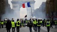 Fransa'da Sarı Yeleklilerin Eylemi Sürüyor