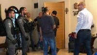 Siyonist İsrail Polisi Filistin Yönetimine Bağlı Kudüs İşleri Bakanı Fadi el-Hedmi'yi Evini Basarak Gözaltına Aldı