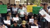 İranlı öğrenciler Hindistan'ı protesto etti