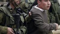 Siyonist İşgal Güçleri Eski Beldede Bir Çocuğu Darp Ederek Gözaltına Aldı