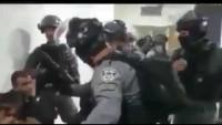 Evini Yıkmaya Gelen Siyonist İsgalci Polislere Direnen Filistinli.
