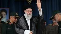İslam İnkılabı Rehberi: Şehitler Efendisi'ne -sa- sarılıp, Amerika karşısında geri adım atmayacağız