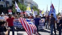 Pompeo'nun Yunanistan'a gelmesiyle halk  ABD bayrakları yaktı