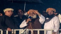 Pakistan'da muhaliflerin lideri İmran Han'ın istifasını istedi