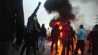 İran'da Fitneciler Sokaklara Döküldü