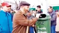 Cezayirliler sandığa değil çöpe oy attı