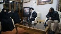 İmam Seyyid Ali Hamanei, Şehid Kasım Süleymani'nin Tahran'daki Evine Taziye Ziyaretine Gitti