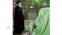 Seyyid İmam Ali Hamanei,  İmam Humeyni'nin türbesini ziyaret etti