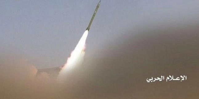 Yemen Hizbullahı Suud İşgalcilerin Maarib Şehrindeki Askeri Üssünü Balistik Füzeyle Vurdu