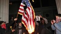 """Oaklahd'da protestocular """"Kahrolsun Amerika"""" sloganı attı"""