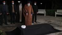 İmam Ayetullah Seyyid Ali Hamanei, Ayetullah Mesbah Yezdi'nin cenaze namazını kıldırdı