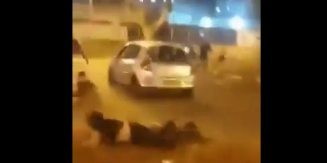 Video-Hayfa'da Filistinli Mücahit gencin araçla siyonistlerin arasına daldığı anlar…