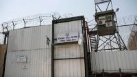Filistinli esirler, İsrail'in avluda namaz kılma yasağını bozdu