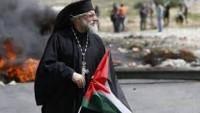 Başpiskopos Yulio Filistinli Gençlerle beraber İşgalcileri Taşladı