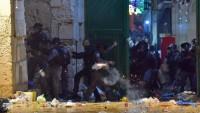İşgal güçleri namaz için Mescidi Aksa'da toplanan Filistinlilere saldırdı: 205 yaralı