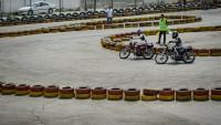 İslami İran'daki kadınlardan moto race yarışması