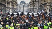 Sarı Yelekliler yeniden Paris sokaklarını karıştırdı