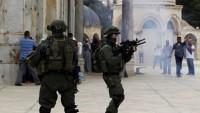 Türkiye'nin Dost Olduğu Siyonist İsrail, Mescidi Aksa'da Müslümanlara Saldırıyor
