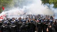 Fransa'da göstericiler ile polis arasında çatışma: 40 yaralı, çok sayıda gözaltı
