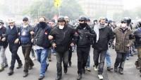 Paris'te polis ve göstericiler arasında çatışma