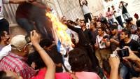 Kahire'de siyonist İsrail bayrağı ateşe verildi