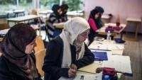 Siyonist Azerbaycan rejimi, okullarda tesettürü tekrar yasakladı
