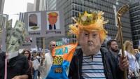 Trump New York'ta protesto edildi