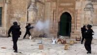 Siyonistler Mescidi Aksa'ya yeniden saldırdılar
