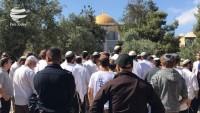 Siyonist yahudi yerleşimciler Mescidi Aksa'ya saldırdılar