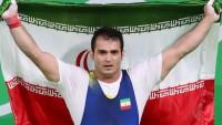 İranlı halterci dünya rekoru kırdı