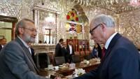 Laricani: Trump İran aleyhinde korku ortamı çıkarmak peşinde