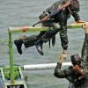 İran ordusu denizcileri, engelleri aşma rekorunu kırdı