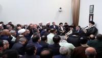 Ayetullah Hamenei: İslam inkılabının siyasi mesajları İslam dünyasına ulaştırılmalı